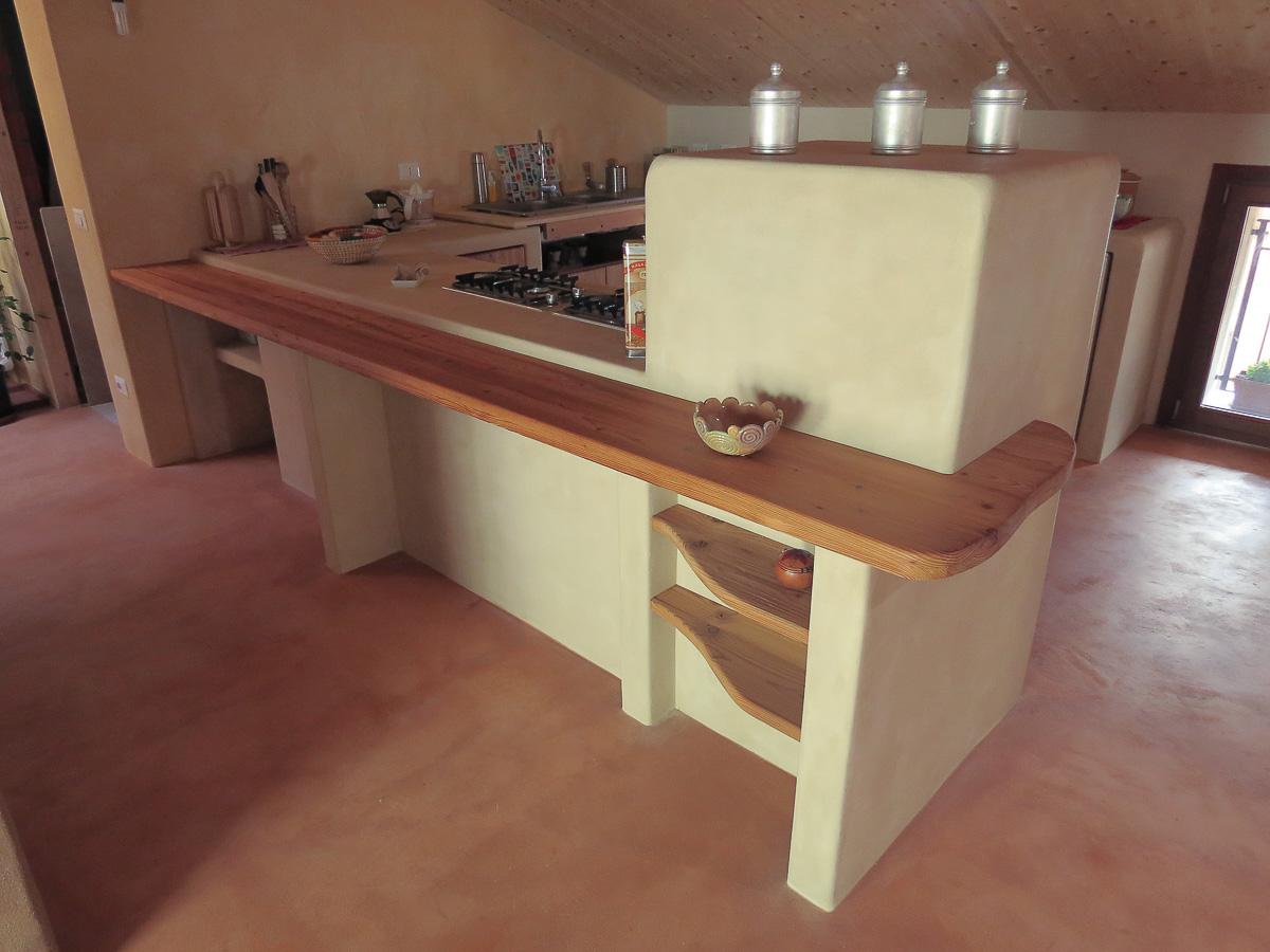 Cucina, pavimento e parti in argilla_La Casa di Terra